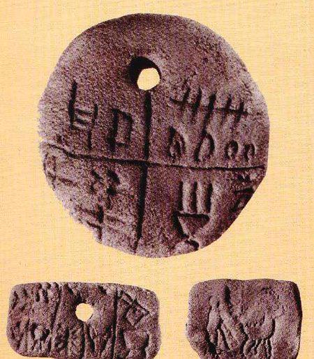 Az ősmagyar rovásírás legrégebbi emléke  a 6500 éves tárlakai agyagkorong ,kézzelfoghatóan bizonyítják, hogy  az újkőkortól Kárpát-medencei őslakosok vagyunk.    A rovásírás a szkíta-hun-avar-magyar folytonosság bizonyítéka is, mert őseink tárgyain megtalálható, a fejlődés levezethető.