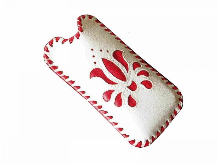 Bőrből készűlt, kalocsai mibiltok by http://www.breslo.hu/szirom/shop