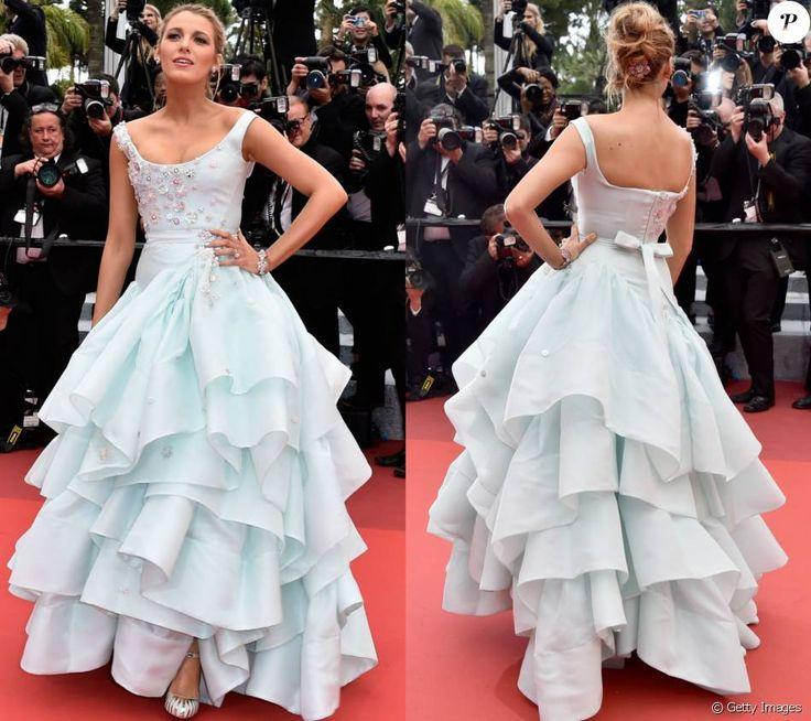 Blake Lively, em Cannes para divulgar o seu novo longa, 'Café Society', de Woody Allen, esteve na première de 'Slack Bay' na sexta-feira, 13 de maio de 2016. A atriz usou um vestido da estilista Vivienne Westwood e chegou a ser comparada à personagem da Disney Cinderela