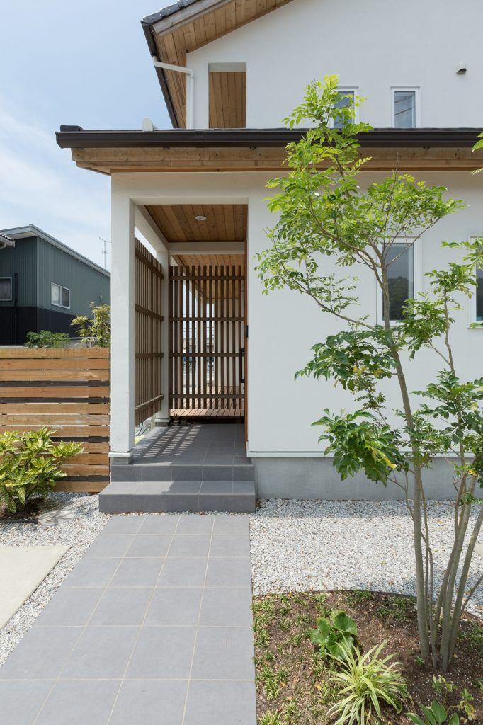 趣味を思い切り楽しめる 現代和風の家 玄関 格子 玄関 家