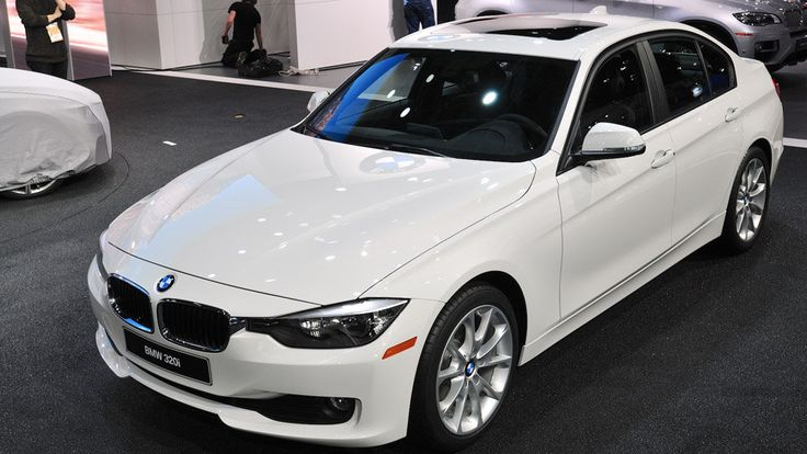 BMW reveals the 2013 BMW 320i sedan, for 3-Series fans on a budget at the Detroit Auto Show.