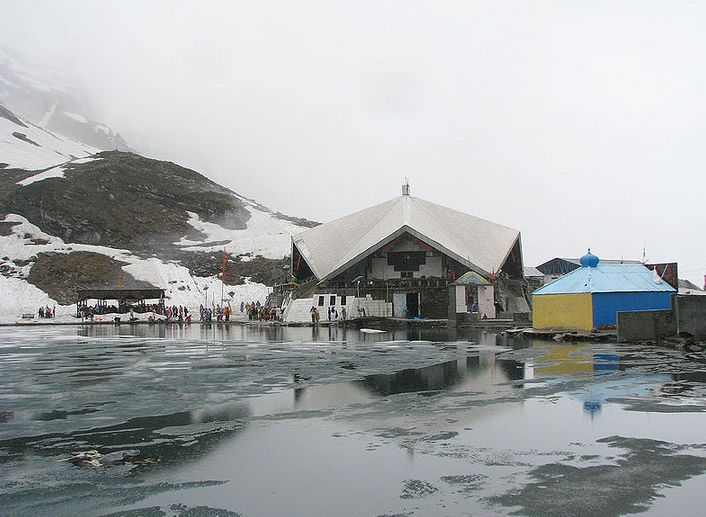 Visit a beautiful place in the Himalayan mountain – #Hemkund Sahib. It is a pilgrimage site and Sikh people worships Guru Gobind Singh Ji, the tenth Sikh Guru.