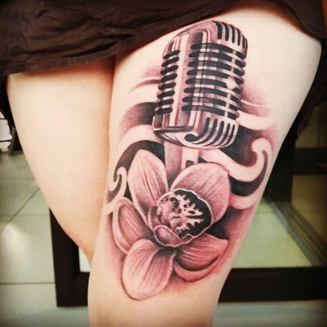 No puedo expresar con palabras lo que la comunicación y la locución significa en mí vida, amo mí profesión y me apasiona poder servir a los demás a través de ella. Mis cicatrices hoy tienen color y un sentido, gracias a todas las personas que me han apoyado de una u otra forma a ser el ser humano que soy... Seguimos creciendo... #tattoo #tatuaje #tattoos #tatuajes #tattooedgirls #tattooartist #tattooed #ink #inked #girlswithtattoos #inkedgirls #girlswithink #bodyart #tat #tats #tatted…