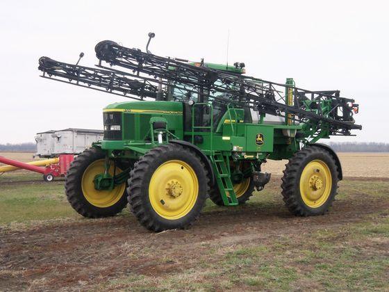 2004 JD 4710 Sprayer Sells High on Indiana Farm Auction