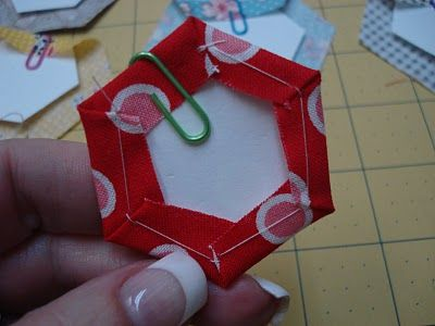 Bee In My Bonnet: Hexie Paper Piecing Tutorial - I like this method the best out of all the ones I've seen