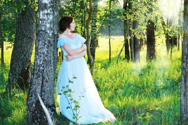 https://vk.com/bridalfabrics?w=wall-47962129_67338%2Fall Платье-трансформер, 2 варианта юбки (все на завязках) - одна - 2 слоя солнце, сверху просто много сборки, 1 слой со шлейфом, юбка-подклад отдельно...).2 топа ещё)