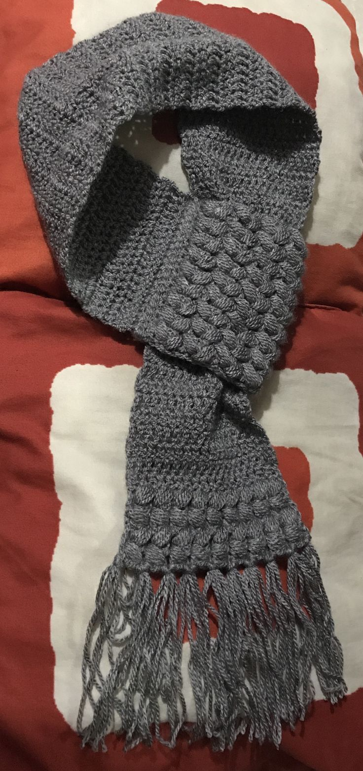 Bufanda gris con punto de trenza. By me!