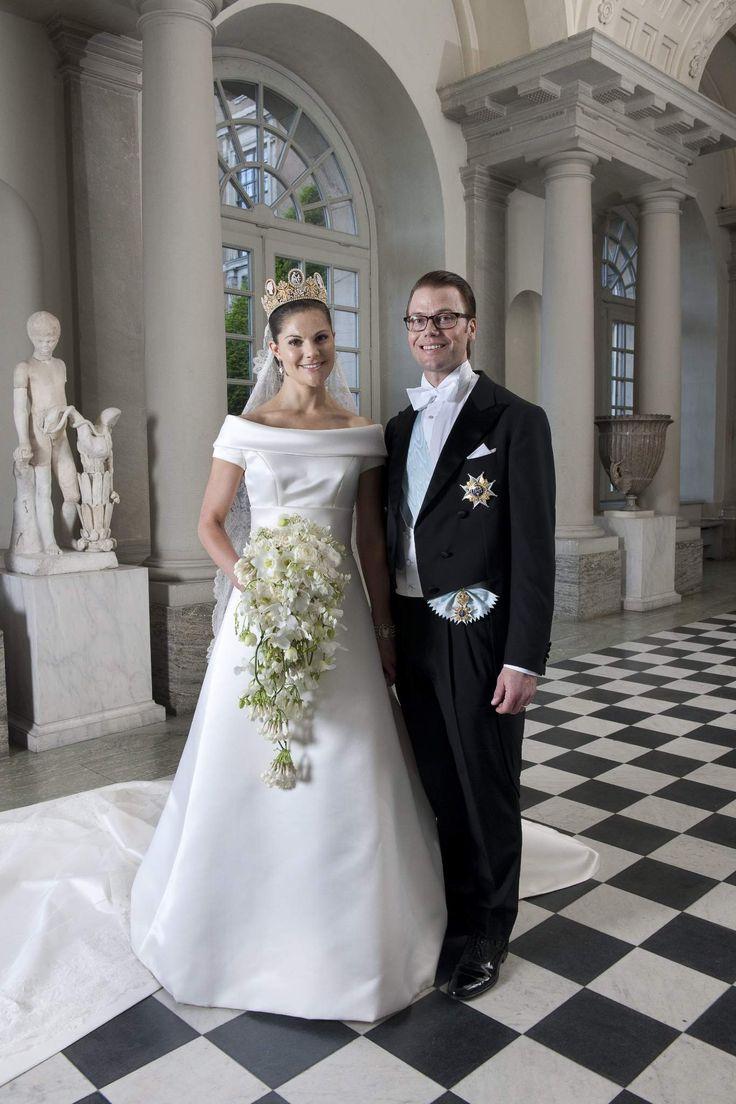 les 25 meilleures id es de la cat gorie mariages royaux sur pinterest robes de mari e royales. Black Bedroom Furniture Sets. Home Design Ideas