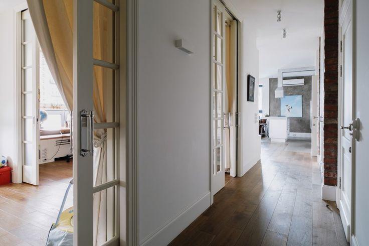 А еще мне очень нравятся вот такие двери - так много воздуха с ними, а шторы - для тех моментов, когда хочется камеронами. Такую дверь сделаю как минимум на кухню - и без штор можно..