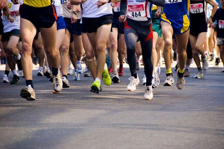 Sikeres maraton – legfontosabb tényezők, amiket figyelembe kell venned      Megérteni néhány kulcsfontosságú frissítési koncenpciót, talán az egyik különbsége lehet annak, hogy jól sikerül a maratonod, vagy egyszerűen csak sikerül teljesítened a távot. Ebben a cikkben lefektetjük a maraton frissítés alapjait. Mindenki más, így fontos, hogy megpróbáljuk személyre szabni a frissítési tervet a verseny sikerének érdekében. Több hónapos előkészület szükséges ahhoz, hogy