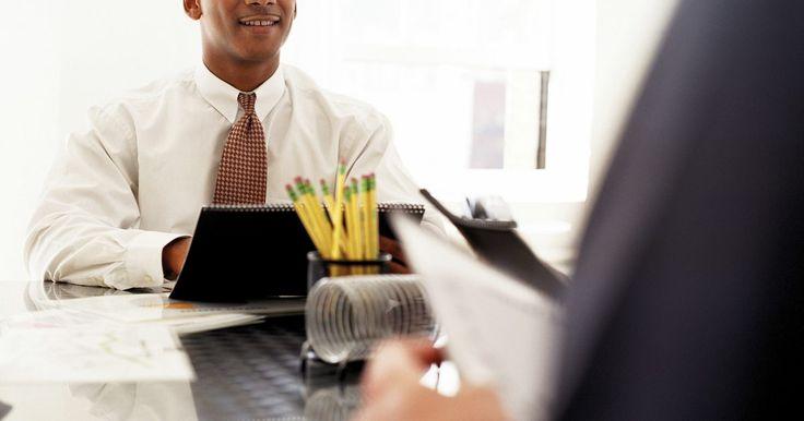 Diferenças entre empregados fixos e contingentes. Ao receber uma oferta de trabalho, sua felicidade e empolgação às vezes ofuscam inteiramente a compreensão das condições do emprego. Antes da oferta, você deve receber um contrato de trabalho. A leitura completa e atenta de todos os aspectos deste contrato asseguram uma transição tranquila para a força de trabalho. Seu empregador pode contratar ...