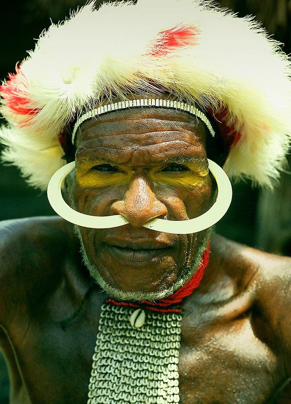 Papuans, Indonesia | Baliem Valley of Western New Guinea | © Monique Vos