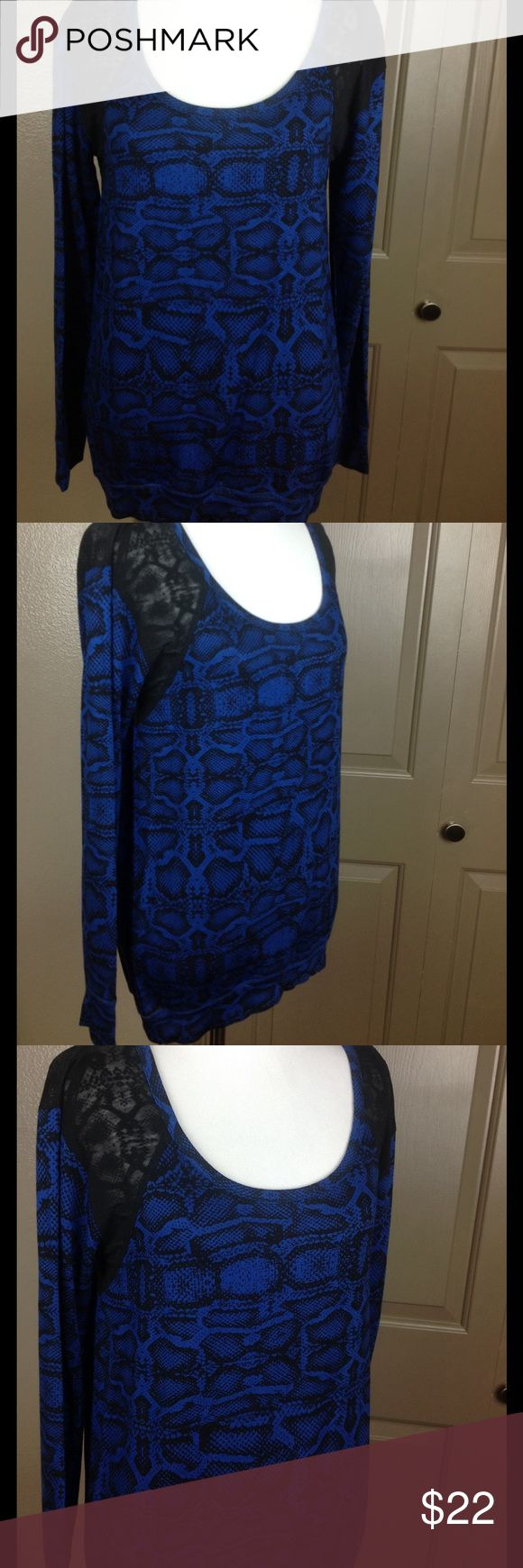 Jessica Simpson Active Top Small Snake Print Blue Partial open back sheer shoulders high/low roomy small 97/3 viscose/spandex machine wash 25 inch front 30 back 18 bust Jessica Simpson Tops Blouses