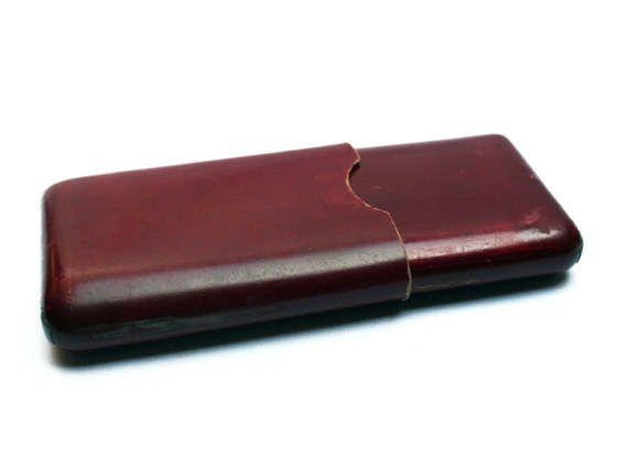 Etui à cigarettes ancien en cuir bordeaux, Accessoire français pour fumeur homme ou femme