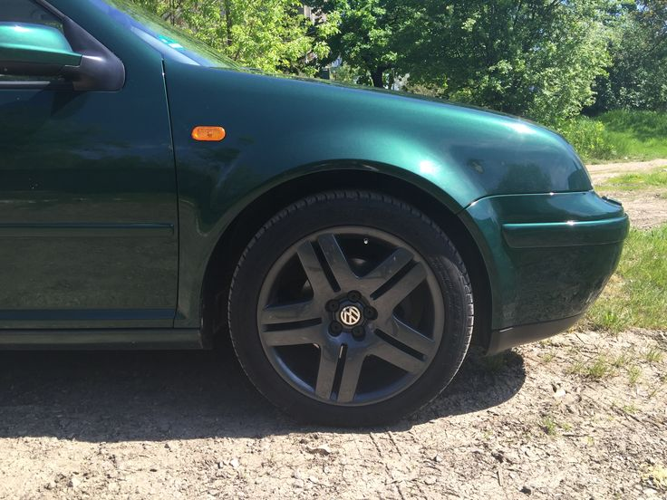 VW Bora / Jetta mk4 with 17 inch VW Long Beach wheels painted Gunmetal grey