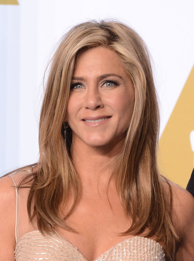 Need a hairstyle for long hair? Why not go for the layered look like Jennifer Aniston. This modern look works with both straight and curly hair and you can even mix it up with bangs! Did you also know that layers make it easier for hair to hold a curl? Get more haircut inspiration when you click!