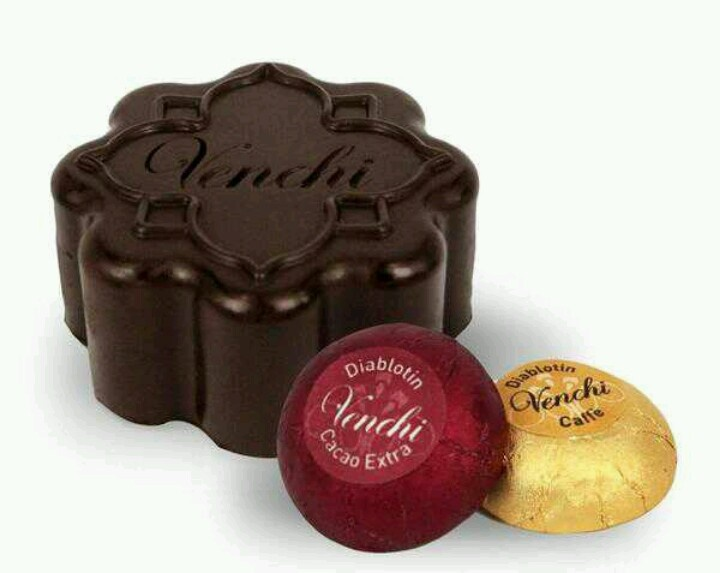 Venchi's dark chocolate mooncakes @ Hong Kong Harbour City