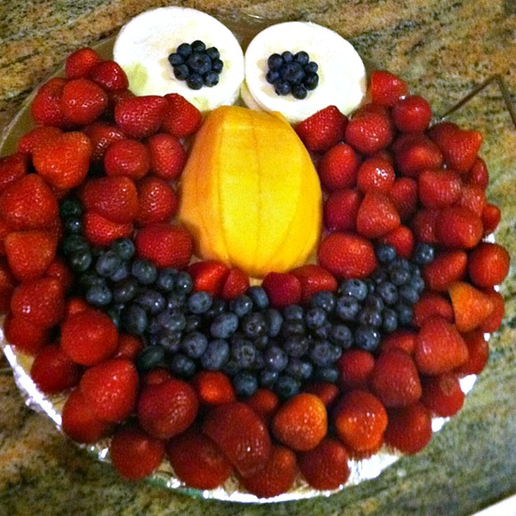 It s written on the wall arranging fruit to make it look fabulous - Elmo Fruit Plate Albe S 2nd Birthday Pinterest Fruit