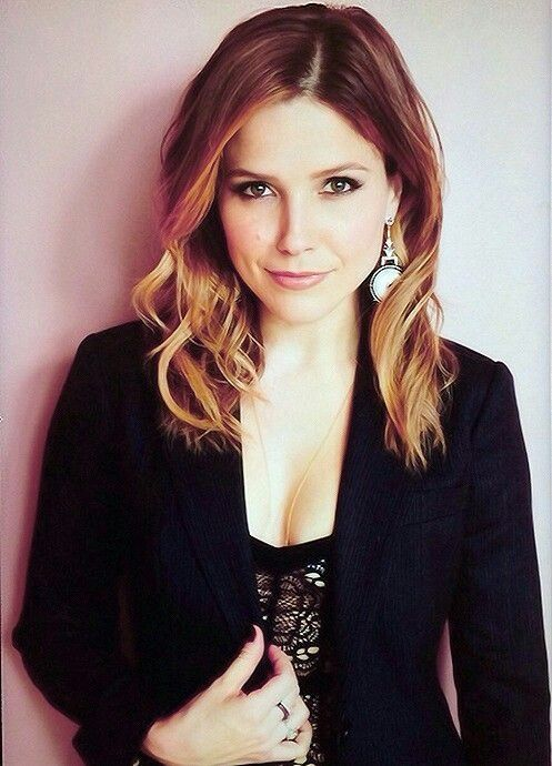 One Sophia Bush is amazing. OTH! Two I think I want my hair like that...badly actually