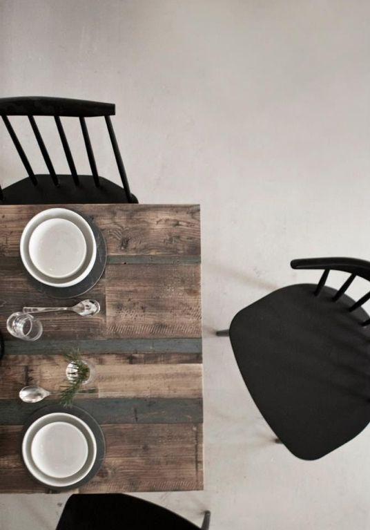 """Cocina y decoración escandinava: Copenaghen Höst Restaurant. Siguiendo el lema de Mies Van Der Rohe """"menos es más"""" la firma danesa """"Norm Architects"""" y la casa de diseño """"Menu"""" han creado en Cophenagen Höst un espacio acogedor inspirado en las raíces de la tradición escandinava. Las sillas sin duda son de la firma Hay y muchos de los modelos están en Ottoyanna. #HAY #escandinavo #estiloEscandinavo #cocina #kitchen #scandinavian"""