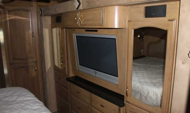 2005 Used American Heritage M-45ET Class A in West Virginia WV.Recreational Vehicle, rv, Beautiful 2005 American Eagle Luxury Coach! Recently reduced, save thousands! Coach features a 500 HP Cummings Diesel Engine, 4 slides, hydraulic leveling system, 25' electric awning, hydronic heating system, washer/dryer combo, 10,000 watt diesel generator, too many options to list PRICES DO NOT INCLUDE TAX, TITLE, LICENSE AND OTHER FEES CALL US TODAY FOR MORE DETAILS! 304-860-1948