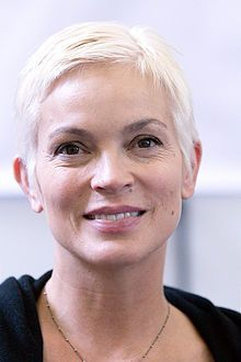 Elizabeth Gracen's best-known acting role has been as the character of the Immortal Amanda in the series Highlander: The Series, and its spin-off from that character, Highlander: The Raven. Amanda was created to be a former lover of fellow Immortal Duncan MacLeod.