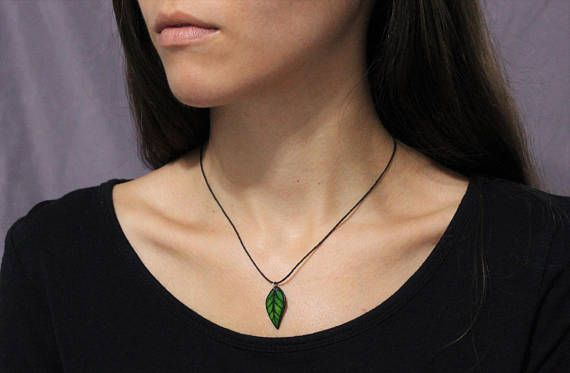 Green Leaf Wood and Rice Rice Paper Necklace