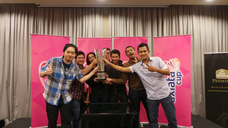 The Quiz Winners pose the the Axiata Cup trophy