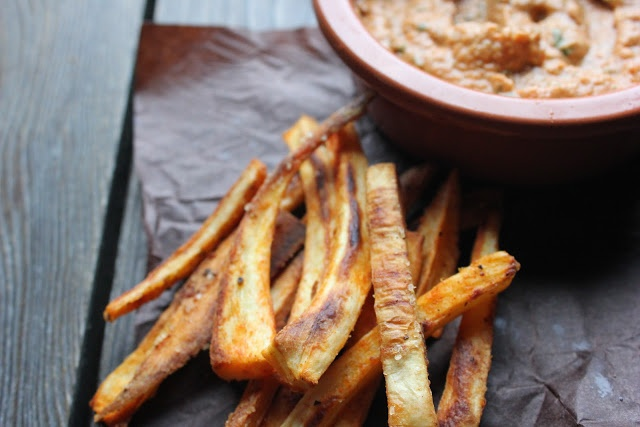 Spiced & Baked Parsnip Fries with Roasted Red Pepper Pesto (vegan ...
