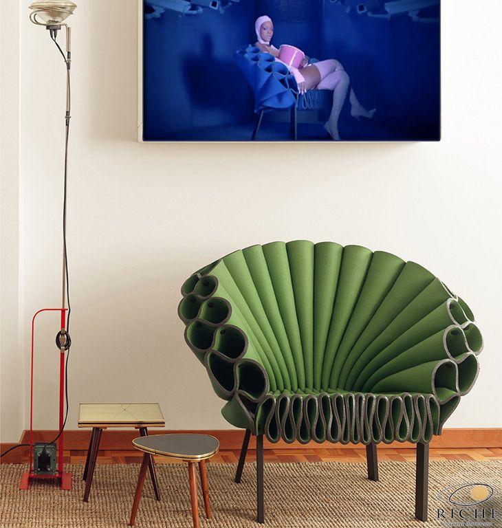 """Η Peacock της Cappellini σχεδιασμένη από τον Dror είναι κάτι παραπάνω από μία συνηθισμένη πολυθρόνα. Είναι ένα αντικείμενο εκλεπτυσμένου σχεδιασμού που το 2011 αποκτήθηκε από το Metropolitan Museum of Art στη Νέα Υόρκη και πλέον εκτίθεται μόνιμα στην πτέρυγα Lila Acheson Wallace. Η Peacock έχει φιλοξενηθεί από το Design Museum της πόλης Holon του Ισραήλ, από το Triennale Design Museum στο Μιλάνο αλλά και στο video clip """"S&M"""" της Rihanna."""