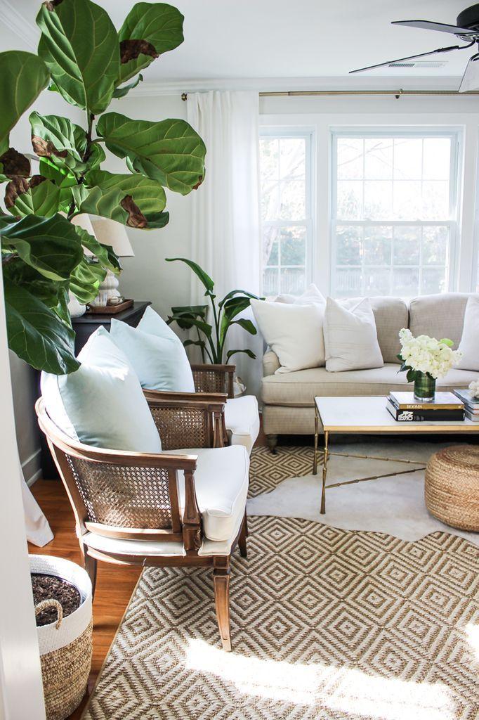 Cool 48 Cozy and Warm Tropical Living Room Décor Ideas https://homearchite.com/2017/06/08/48-cozy-warm-tropical-livingroom-decor-ideas/