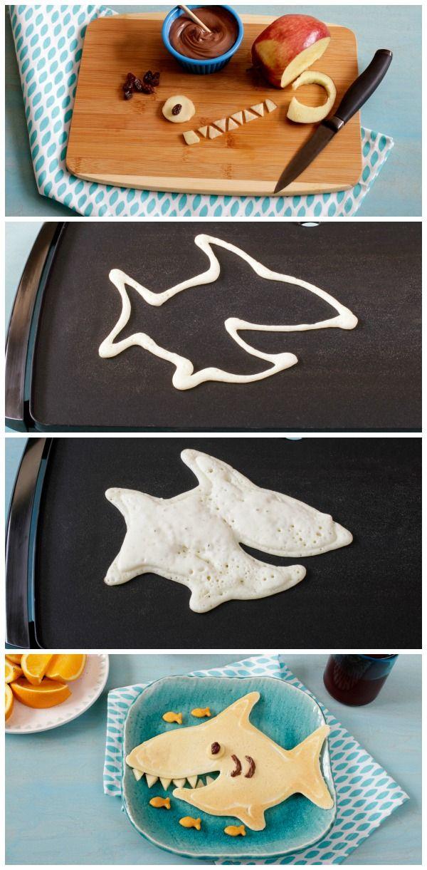 Hotcake en forma de tiburón con manzana