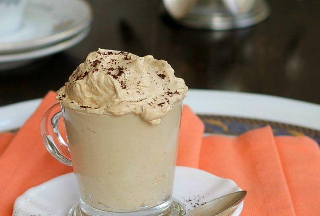 Avete presente la crema di caffè del bar? Ecco, questa è uguale se non anche più buona. Niente uova, niente cottura. Facilissima, velocissima e super golosa