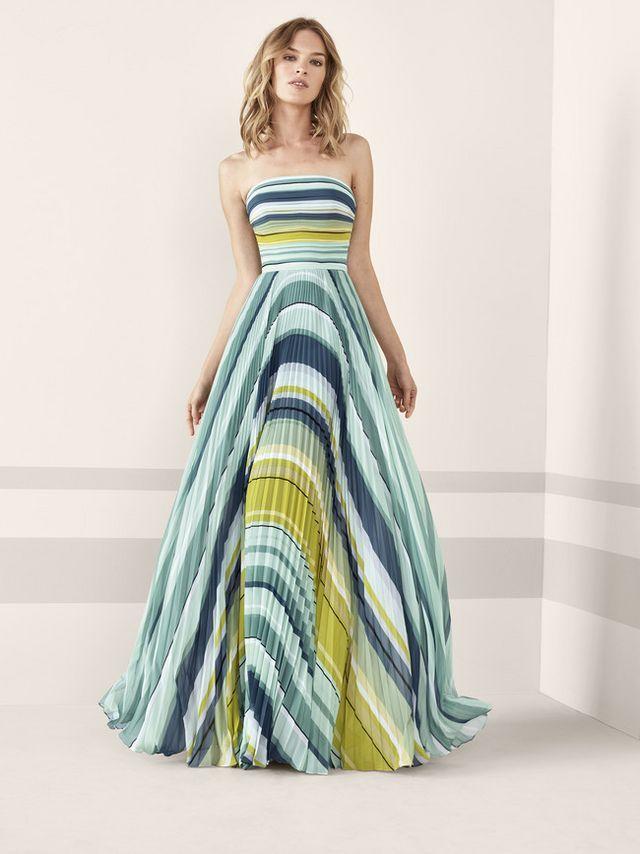 2b9bdaeb6 Los 79 vestidos de fiesta de Pronovias colección 2019 con los que  deslumbrar como invitada