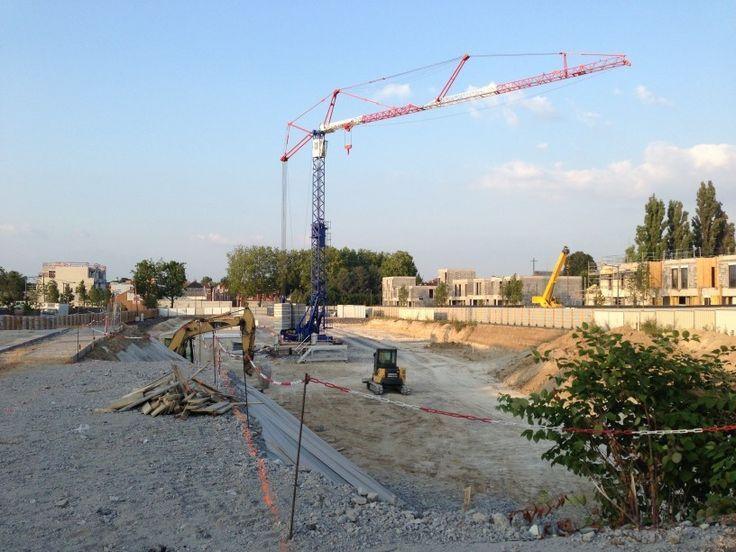 """<p>Opération «LES MARGUERITOIS», Lille, 59 Maisons de ville «liberty square» """"Le chantier reprend : la grue est montée !""""  """"Le chantier est lancé ! L'îlot 06 de l'opération les Margueritois, voit ses fondations mises en oeuvre. Après un congé annuel au mois d'aout, l'entreprise Sogéa reprendra les travaux pour …</p>"""