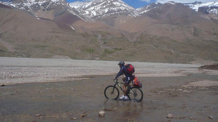 Tours en bicicleta #gbiketours.net. Camino a Termas del Plomo.Cajon del Maipo.Chile