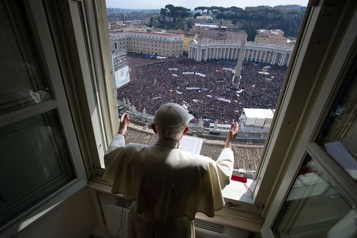 Pope Benedict XVI on his last mass 24 February 2013 (  Osservatore Romano / AFP  )