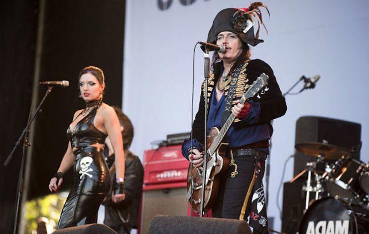 アダム・アントのギタリスト、ツアー中に逝去。享年41歳 | NME Japan