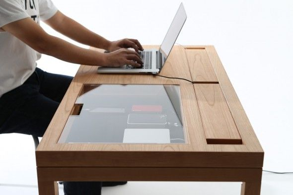 WT est une table créé par le concepteur CONSENTABLE basé à Tokyo. Le pied de la table est équipée d'une gouttière 20 mm x 9 mm qui permet de câbler les câbles et est masquée. L'arrière du bureau di...