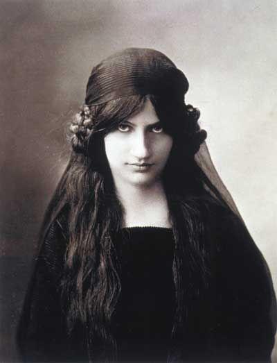 Jeanne Hébuterne, photographie anonyme non sourcée.