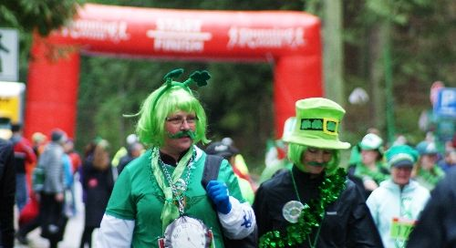 Participants in the St. Patrick's Day  5K Run in Vancouver's Stanley Park