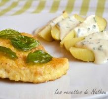 Recette - Poulet pané au parmesan, pommes de terre au four et sauce à la ciboulette - Notée 4/5 par les internautes