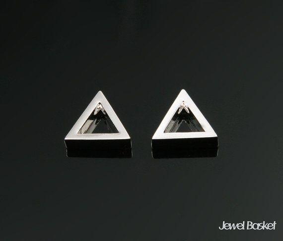 Triangle Charm in Rhodium   - Rhodium Plated (Tarnish Resistant) - Brass / 8.0mm x 7.0mm  - 2pcs / 1pack