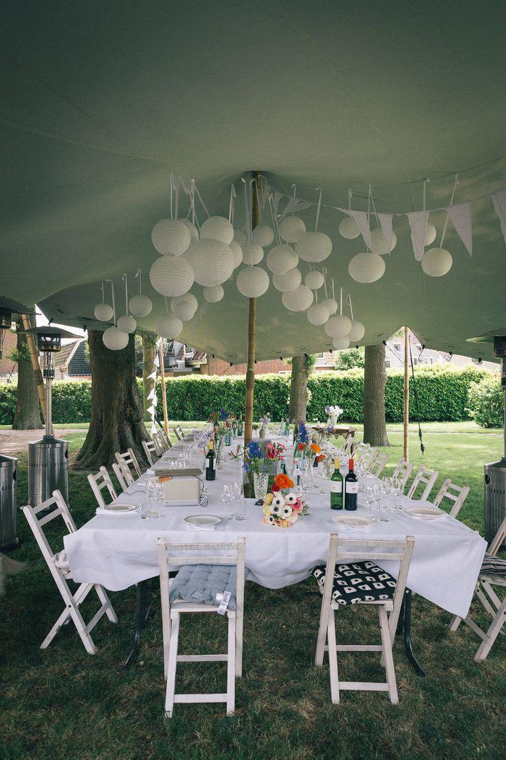 Bijzonder dineren op je festival bruiloft met deze aankleding! Wat een plaatje :-) Wij als DJ zouden hier graag bij aanschuiven :-)