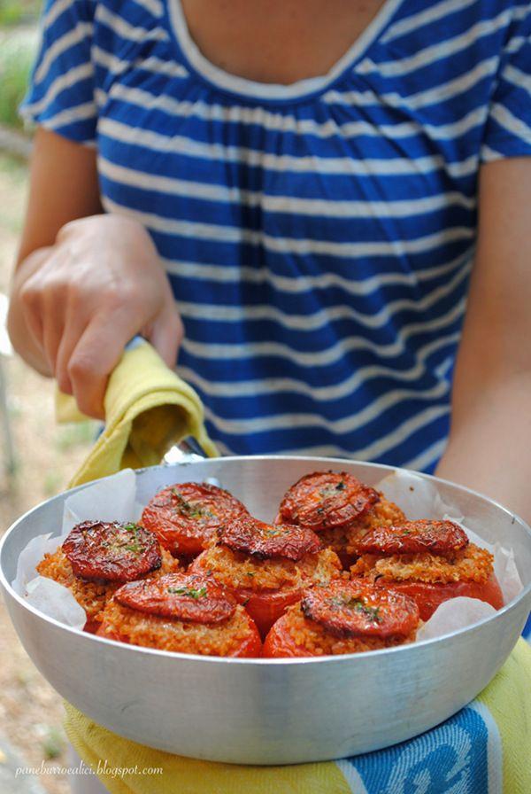 Pane, burro e alici: Pomodori ripieni di farro alla provola