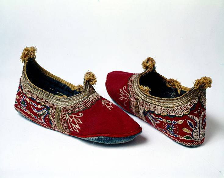 Decorated felt shoes from Drymos, Macedonia.-1900 User Women