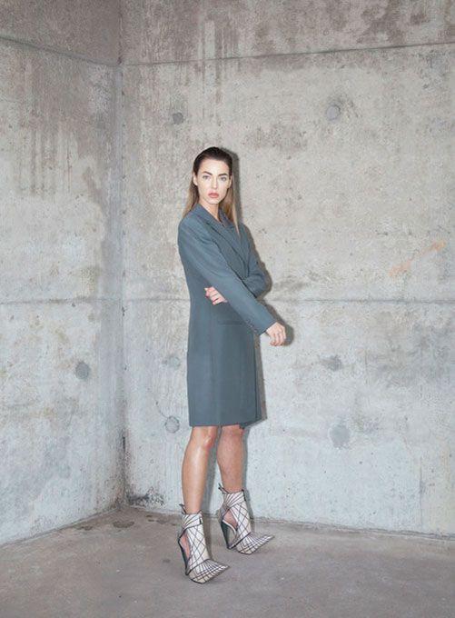 """""""Industrial Shoes"""" drückt wohl am besten die künstlerische Arbeit von Deniz Terli aus. Wir dürfen gespannt sein, welche Schuhe sie für Effie Trinket entworfen hat. Ich habe auf der GDS Anfang Februar einige verrückte Schuhe gesehen, die sich auf der Grenze zwischen Kunst und Fashion beweg…"""