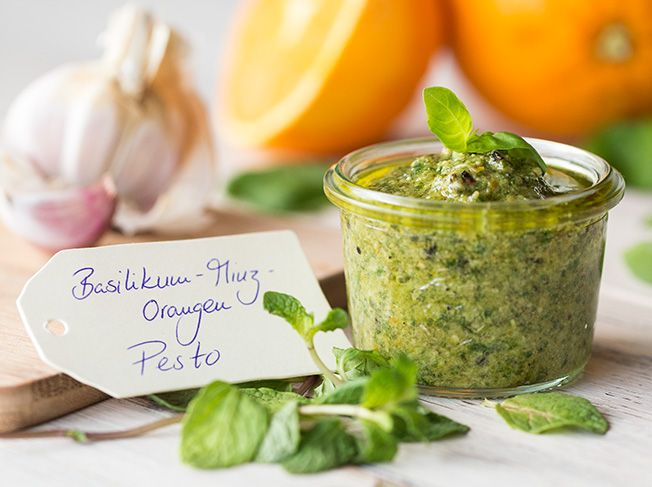 Basilikum-Minz-Orangen Pesto