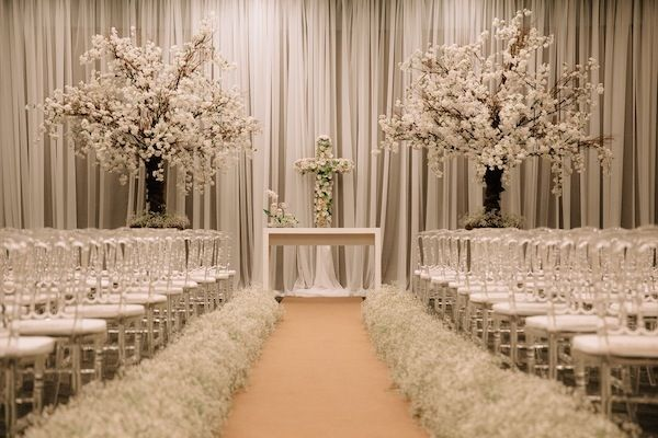 Cerimônia de casamento com decoração branca no Hotel Pullman Ibirapuera.       Camila + Thiago   Vestida de Noiva   Blog de Casamento por Fernanda Floret
