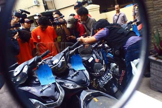 Curi Motor, 2 Siswa SMP di Depok Ini Meringkuk di Sel http://sin.do/a2af  http://metro.sindonews.com/read/975748/170/curi-motor-2-siswa-smp-di-depok-ini-meringkuk-di-sel-1426164743